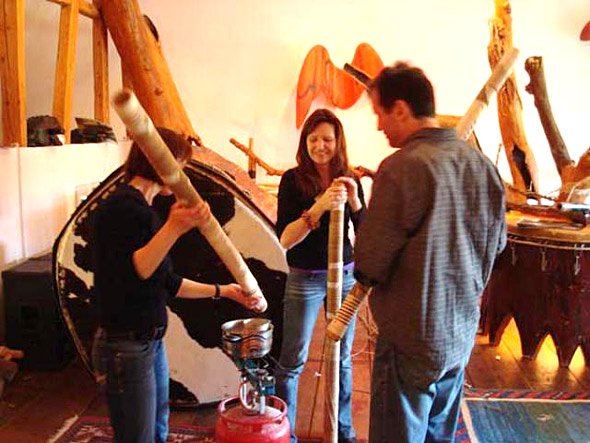 Treetalks Workshop Didgeridoo: The mouthpieces are made of beeswax
